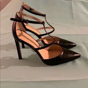 This is a black pair of Tornaydo shoes